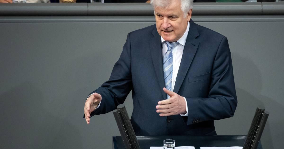 Innenminister Horst Seehofer wehrt sich gegen Kritik an Aufnahme von Bootsflüchtlingen