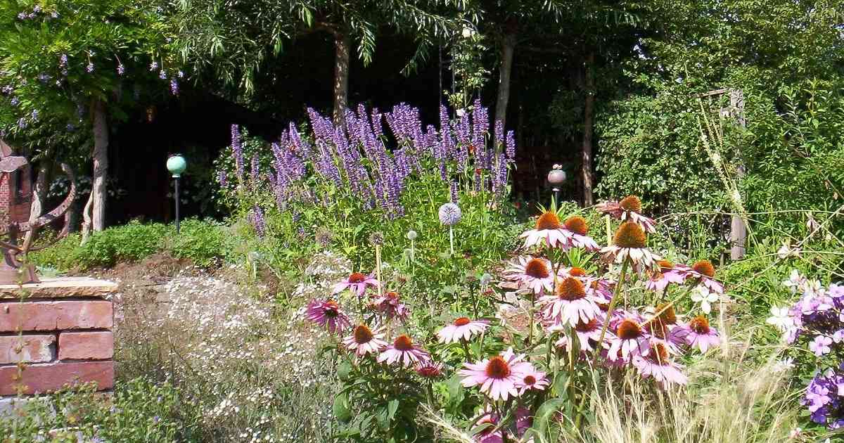 Gartenkultur in Rheurdt: So können Beete vor den Häusern aussehen.