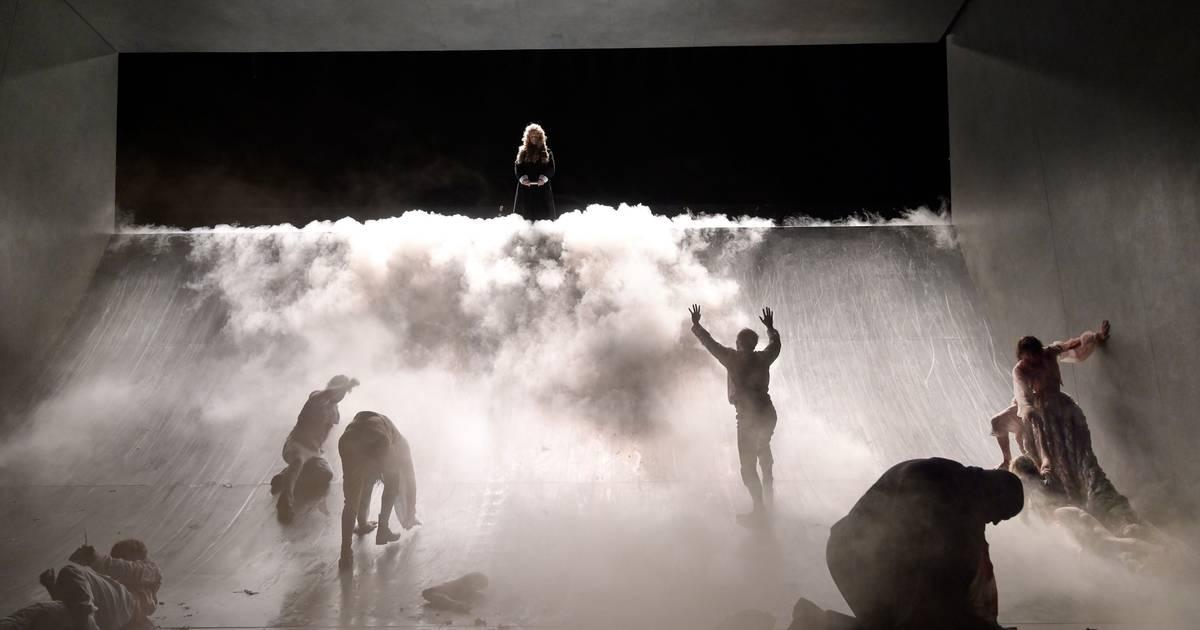 Unter dem Fallbeil - Saisonstart im Düsseldorfer Schauspielhaus mit Dantons Tod