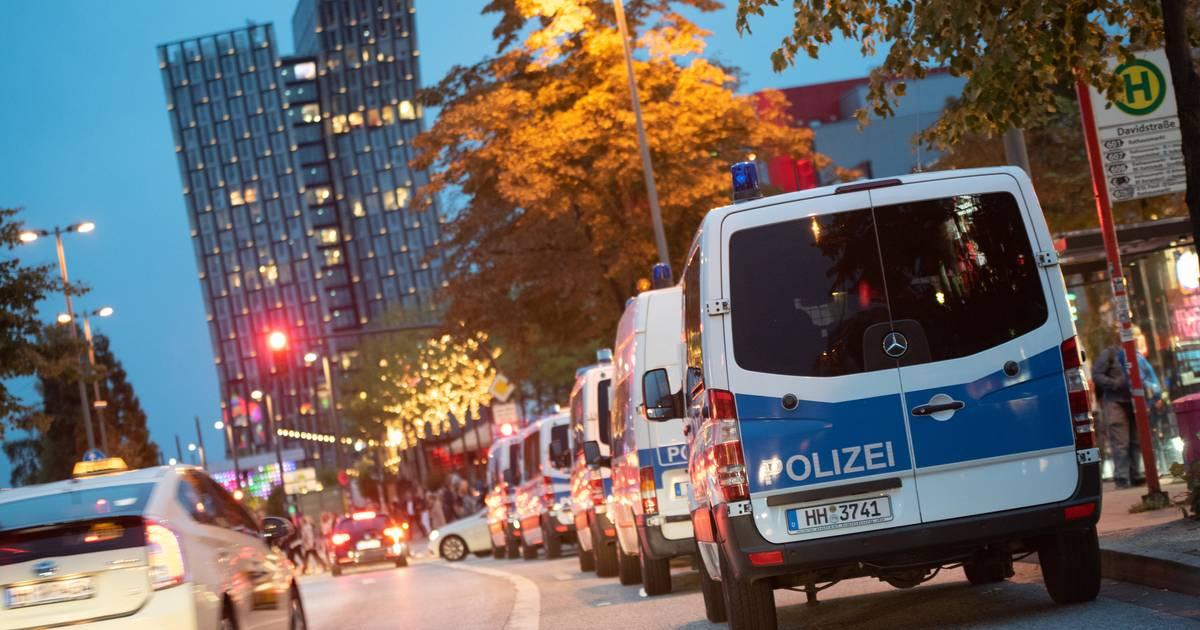 Polizei löst Sitzblockade bei Klimademo in Hamburg auf