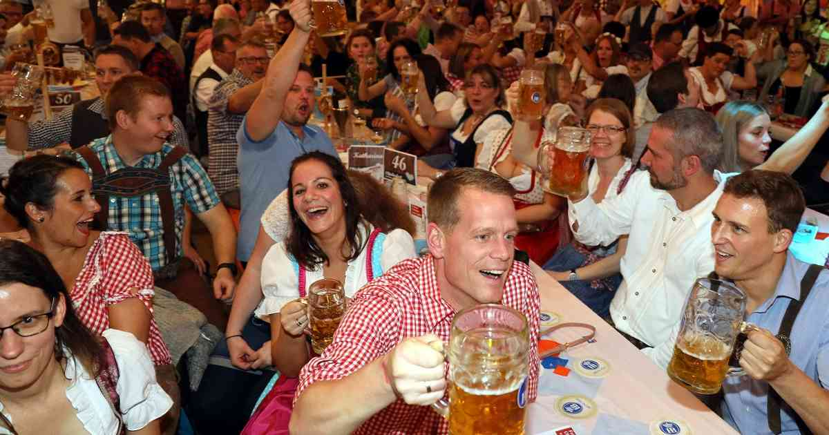 Leichlingen: Stimmungsvolles Oktoberfest in der Balker Aue.