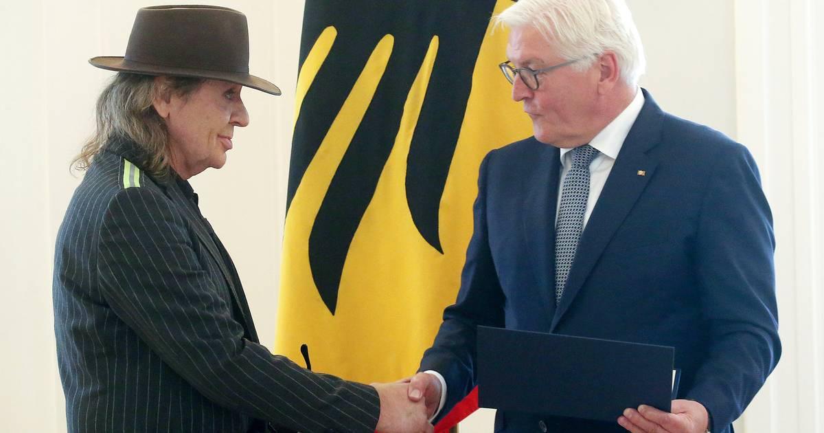 Steinmeier verleiht Bundesverdienstkreuz für friedliche Revolutionäre