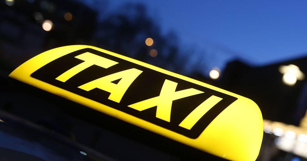 Moers: Taxiunternehmer stehen wegen Steuerhinterziehung vor Gericht