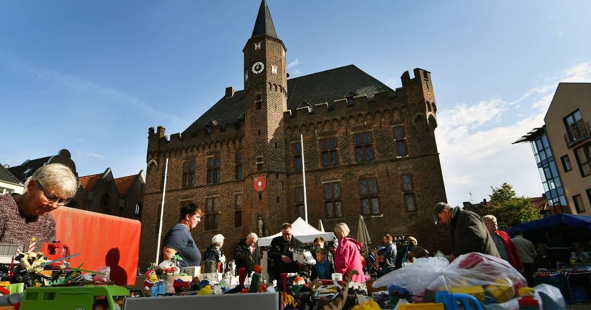 Herbstmarkt in Kalkar füllte die Innenstadt bei sonnigem Wetter.
