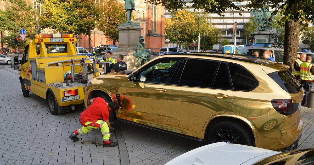 Düsseldorf: Tuning-Kontrolle an der Königsallee - SUV und Sportwagen abgeschleppt