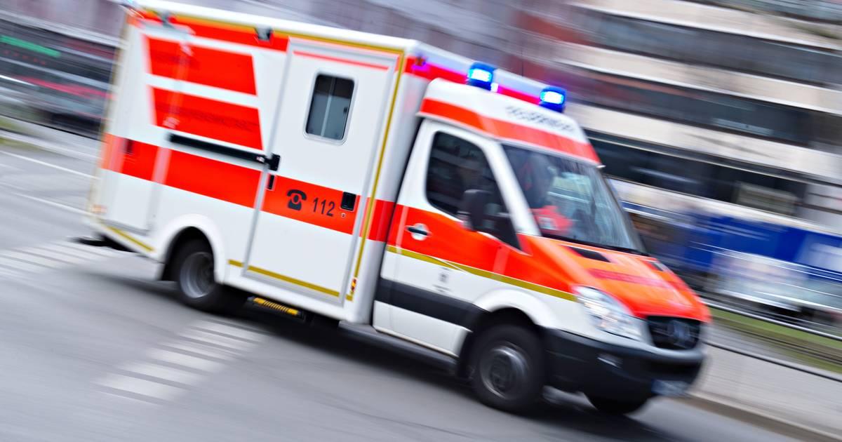 B8 bei Wesel: Drei Erwachsene und ein Kind bei Unfall schwer verletzt