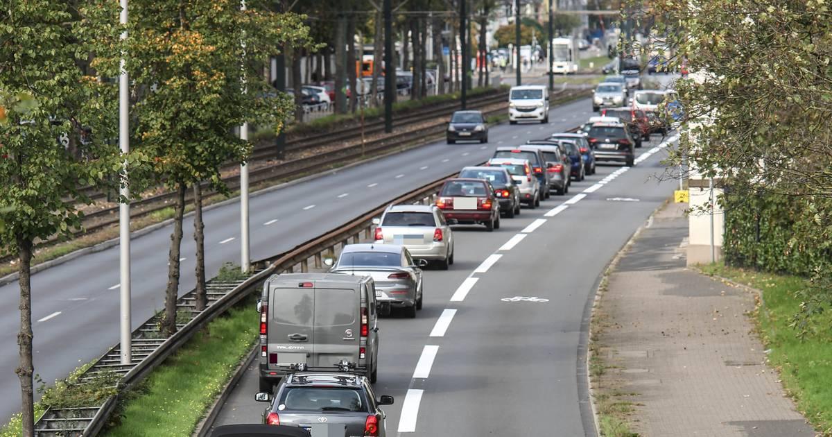 Düsseldorf: Die Dritte Umweltspur sorgt am ersten Tag für lange Staus