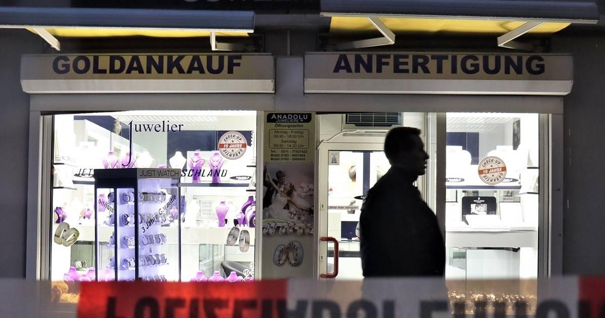 Überfall auf Juwelier: Passanten stoppen Räuber in Düsseldorf-Benrath