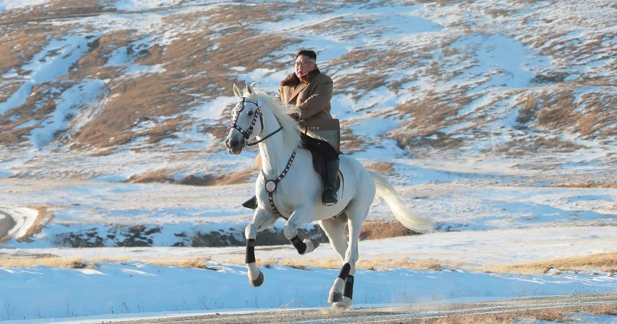 Nordkorea-Machthaber Kim Jong Un reitet durch Schnee