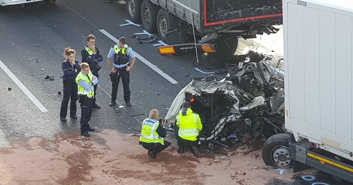 A44 in Düsseldorf: Lkw-Fahrer stirbt bei Unfall - Stau und Sperrung