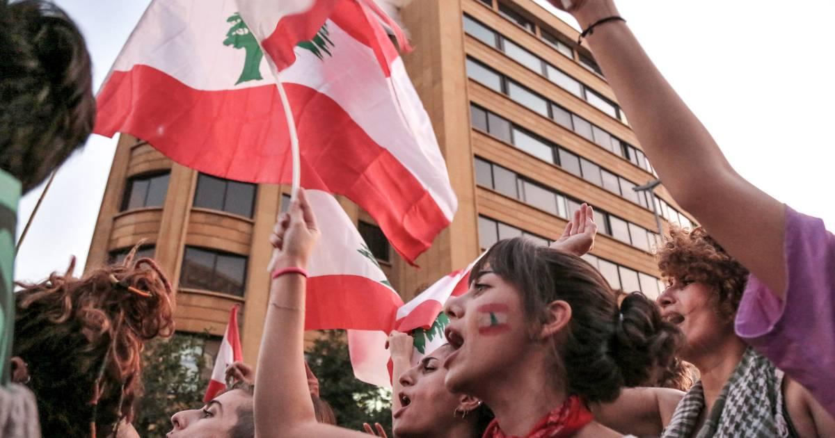 Essen: Libanesen-Demo - Demonstrant in Polizeiauto macht Durchsage