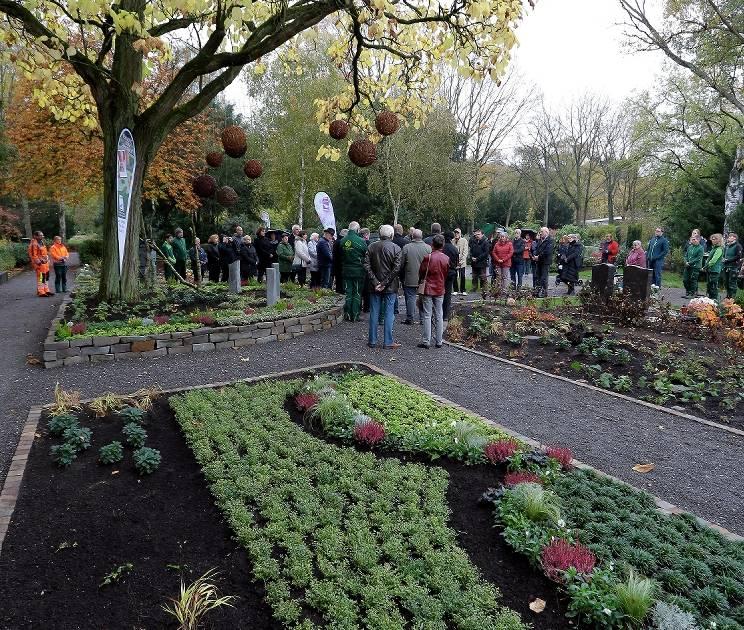 Neuer Memoriam Garten Auf Dem Friedhof Alpen Eingeweiht