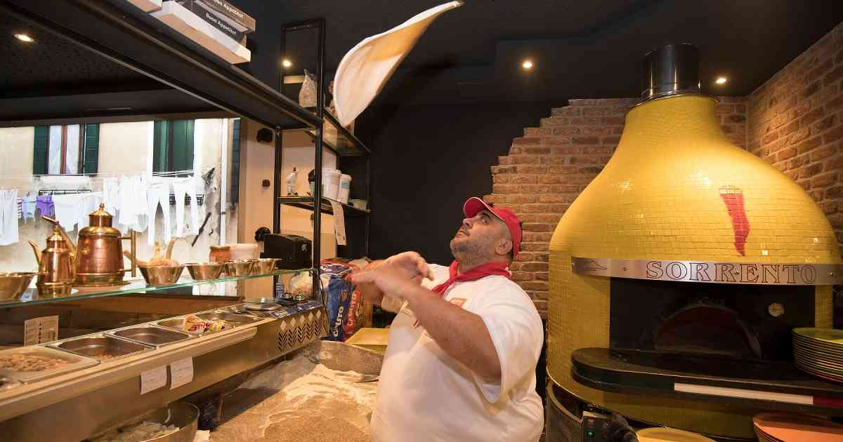 """Krefeld: """"Piazza Sorrento"""" in Endrunde von europäischem Pizzawettbewerb"""