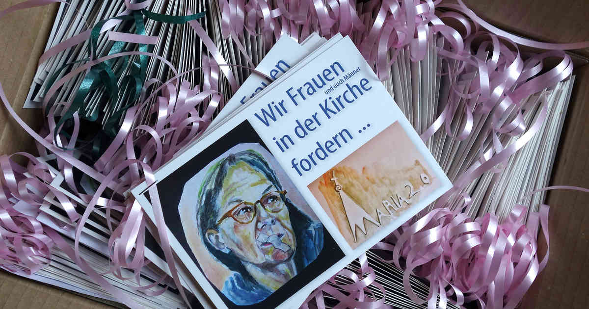 Düsseldorf: Katholische Frauen übergeben 1000 Postkarten zu Maria 2.0 den Kardinal Woelki