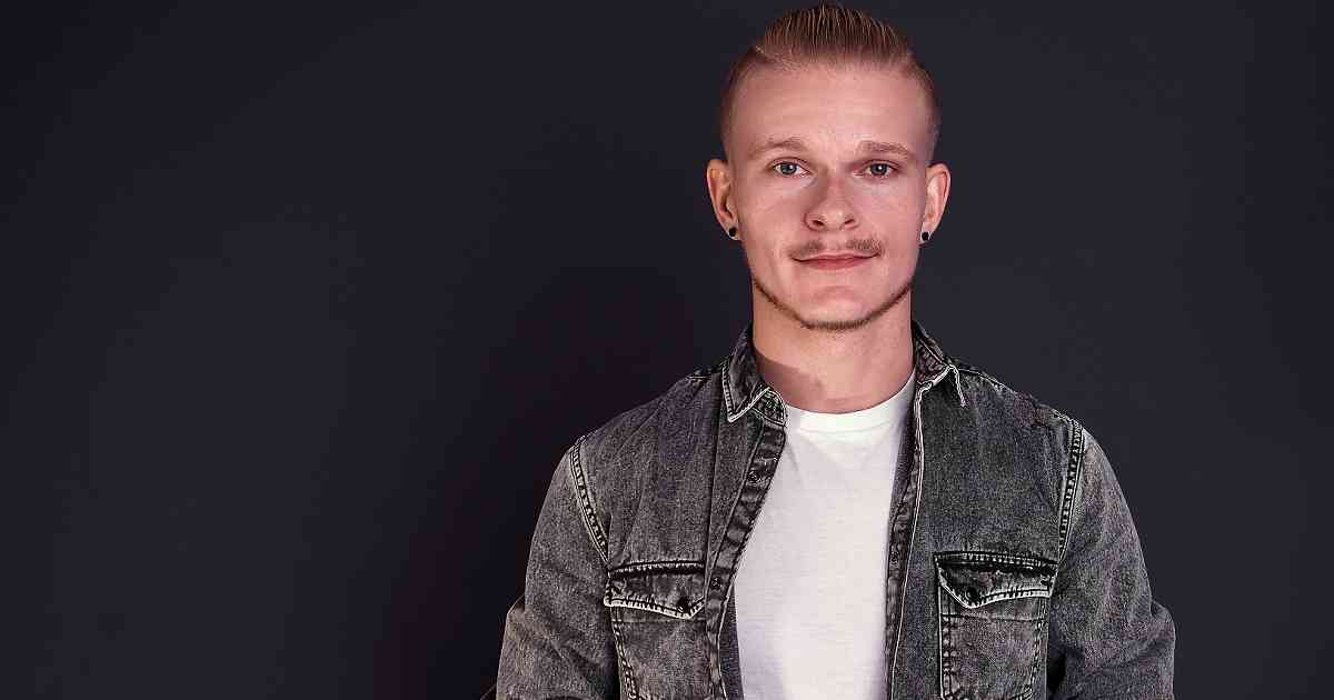 "Erkelenzer Musiker Tim Hocks veröffentlicht EP ""Carry The Light"""