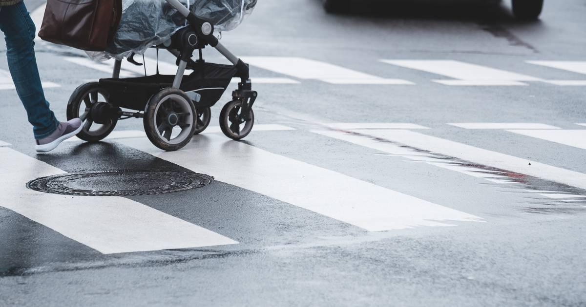Köln: Auto erfasst Kinderwagen - Polizei sucht Zeugen für Fahrerflucht