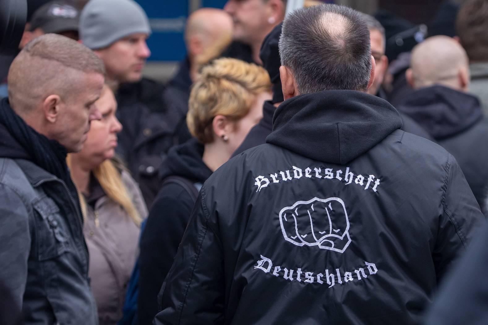 Mehrere selbsternannte Bürgerwehren unterstützten die Pegida-Demo.