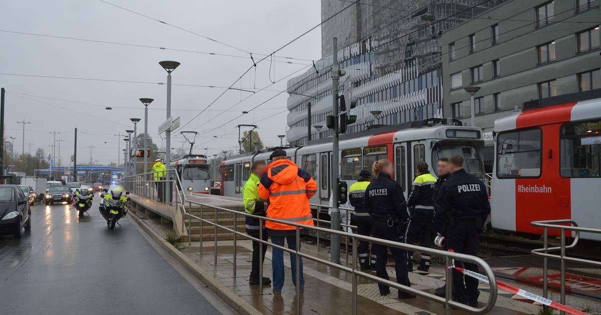 Unfall Düsseldorf-Heerdt: Person stirbt nach Zusammenstoß mit Straßenbahn