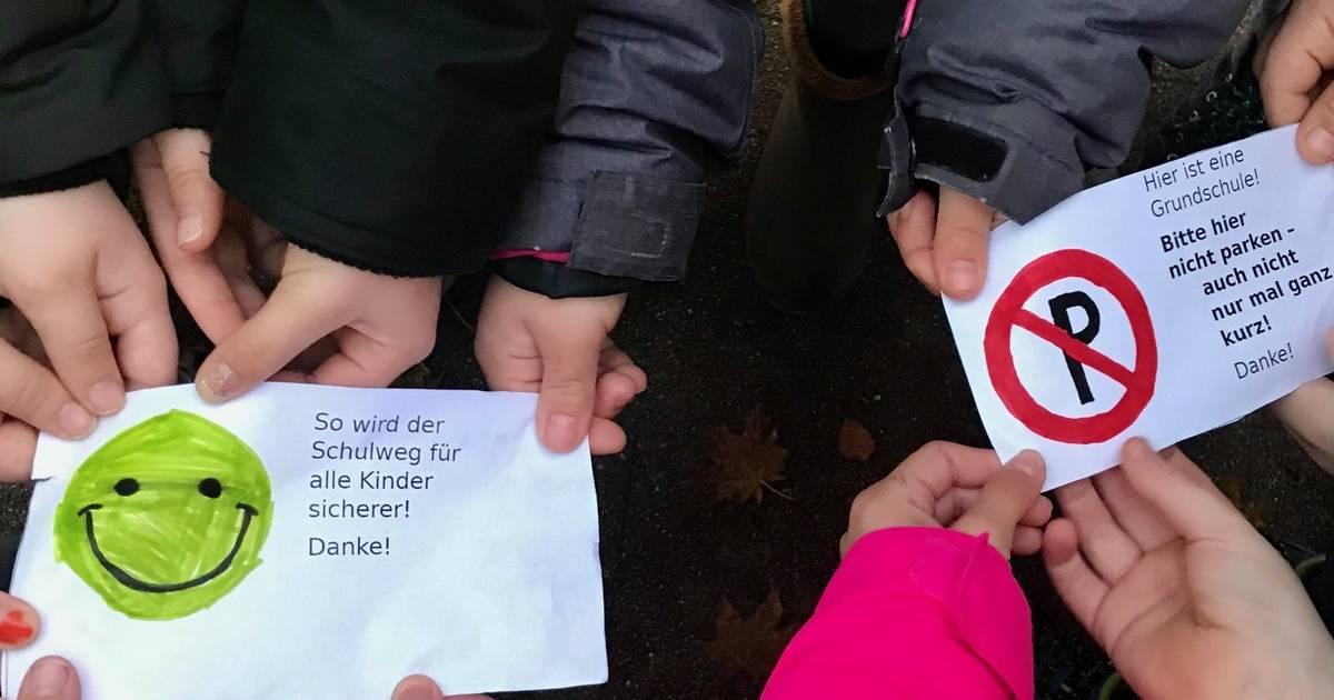 Dank- und Denkzettelaktion für Autofahrer vor Grundschule Hamminkeln