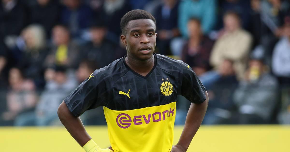 Borussia Dortmund Lionel Messi beschenkt Youssoufa Moukoko zum 15. Geburtstag