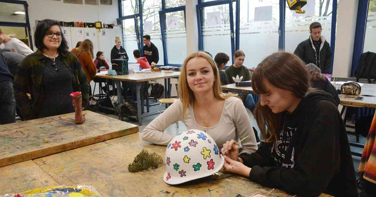 Willich: In der Robert-Schuman-Europaschule haben Schüler Werke zum Thema Würde geschaffen