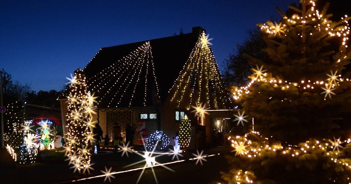 Weihnachtshaus in Neuss-Hoisten: Neun Kilometer Lichterkette bei Sven Martin