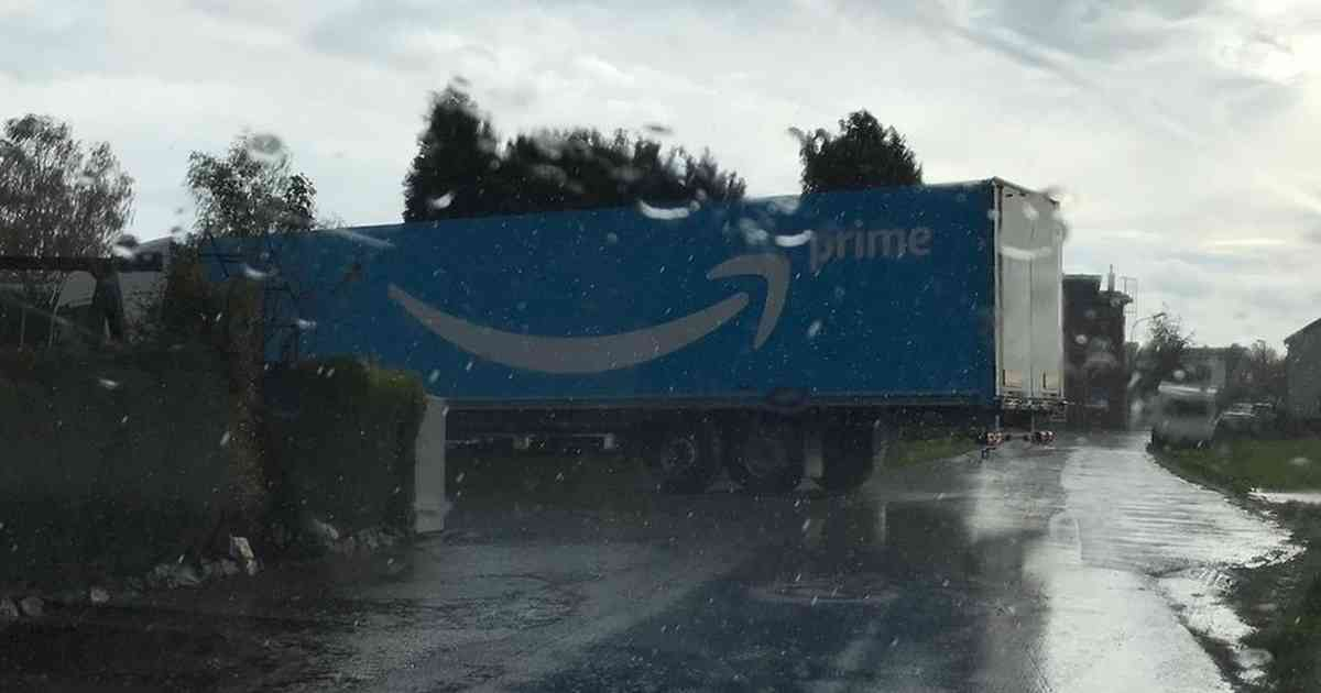 Mönchengladbach: Lkw-Chaos um Amazon-Logistikzentrum in Rheindahlen