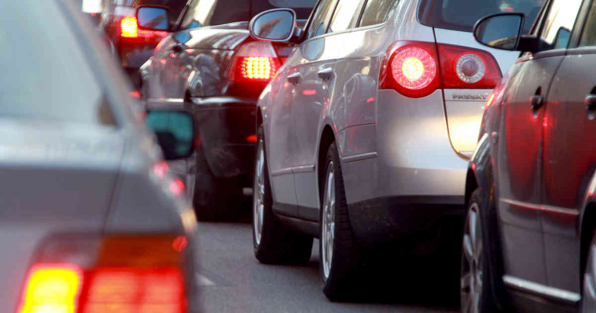 Auto verliert Rad auf der A57 - Sperrung und Stau zwischen Dormagen und Neuss
