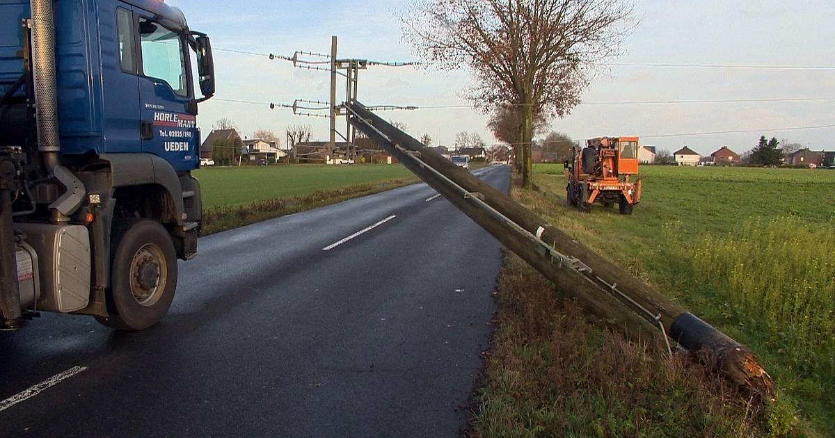 Stromausfall in Schwalmtal - Mast einer 10.000-Volt-Leitung geborsten
