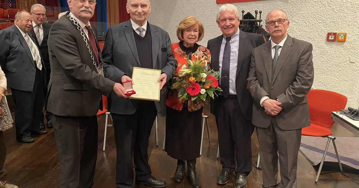 Radevormwald: Horst Enneper für 50 Jahre Ratszugehörigkeit geehrt