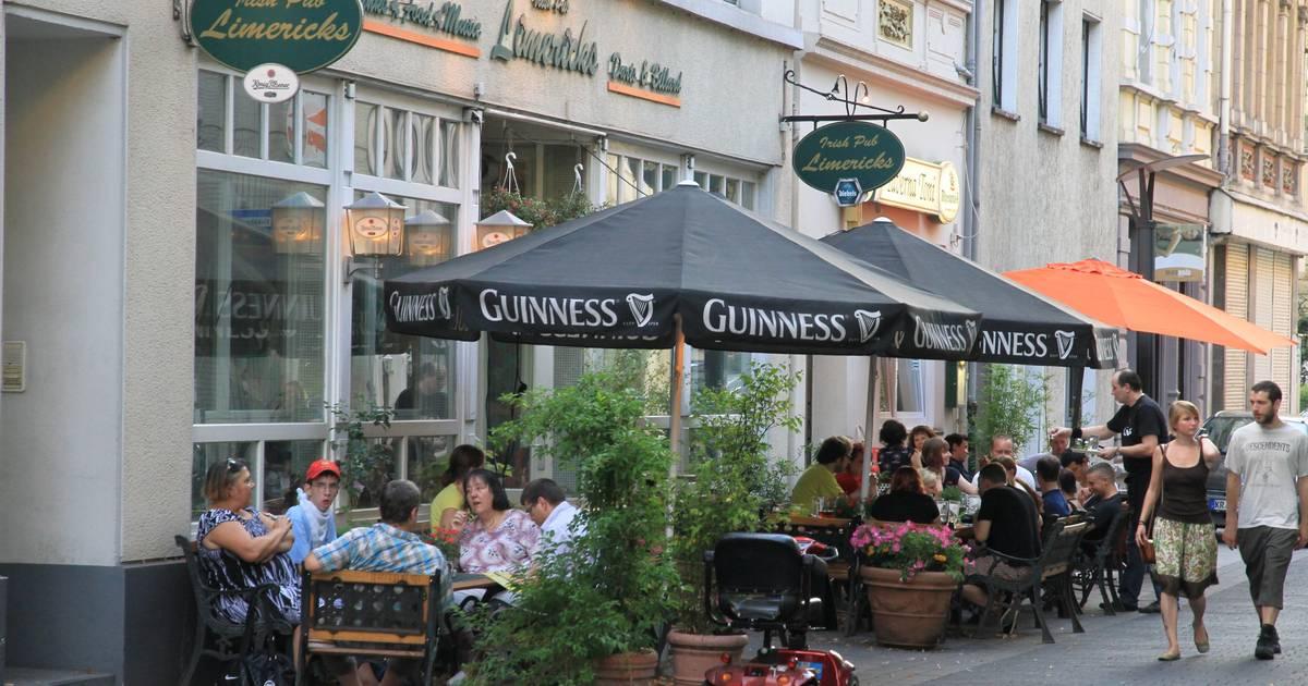 Krefeld: Platz an der Alten Kirche als auofreie Zone im Gespräch