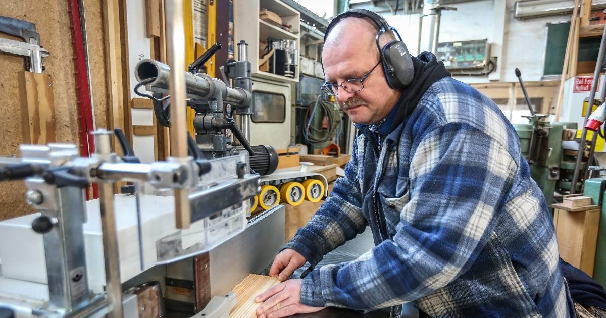 Reinhard Neunzig betreibt seit 25 Jahren seine Schreinerei in Osterath