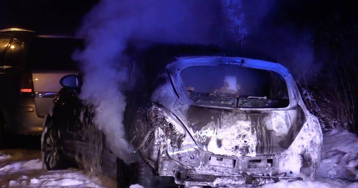 Duisburg: Zwölf Autos innerhalb von Minuten in Brand gesetzt