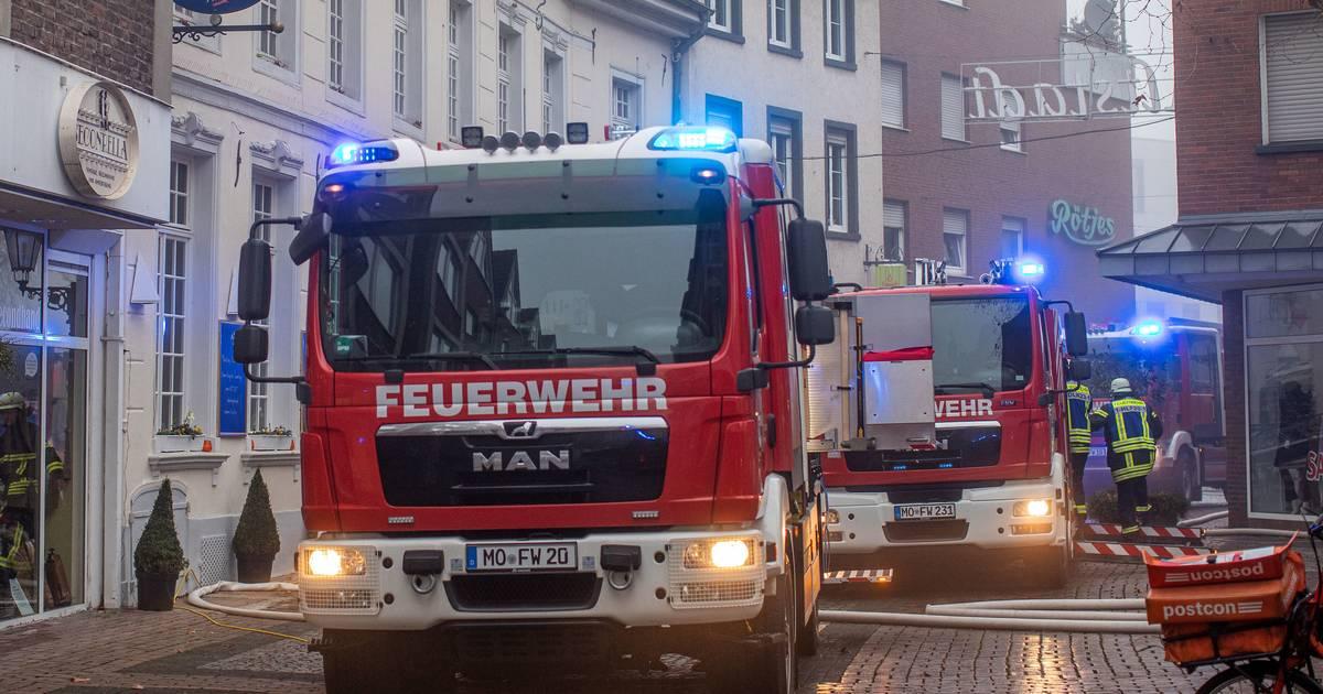 Brand in Moers: Dachgeschosswohnung brennt in Altstadt komplett aus