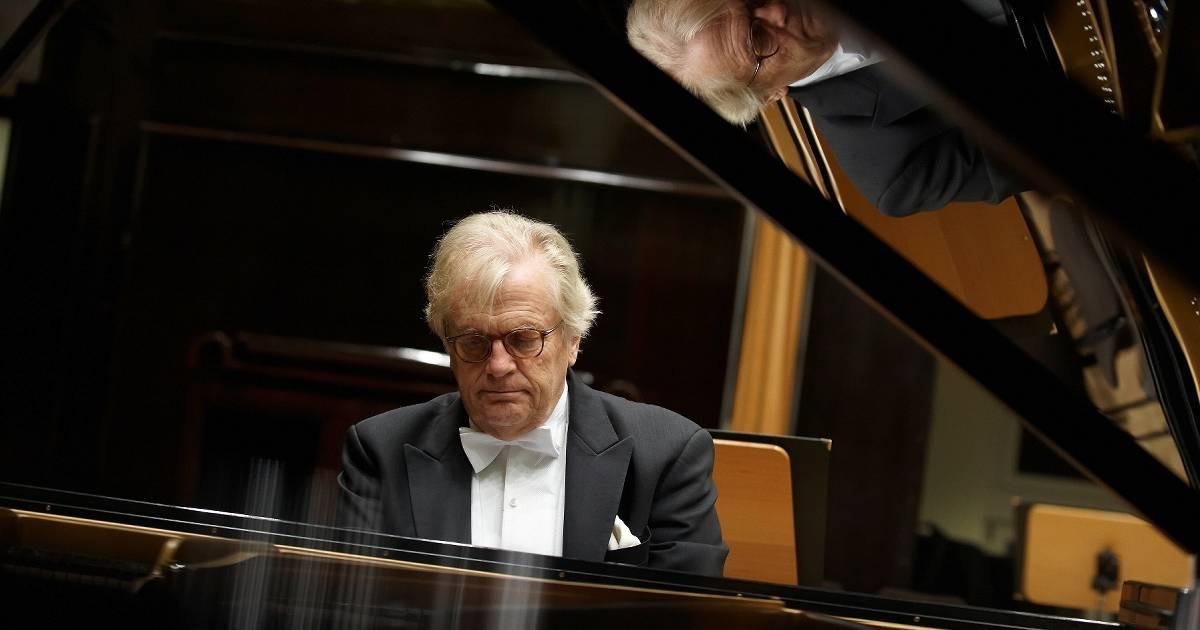 Erstes Konzert in der neuen Mensa: Justus Frantz spielt Beethovensonaten in Aldekerk