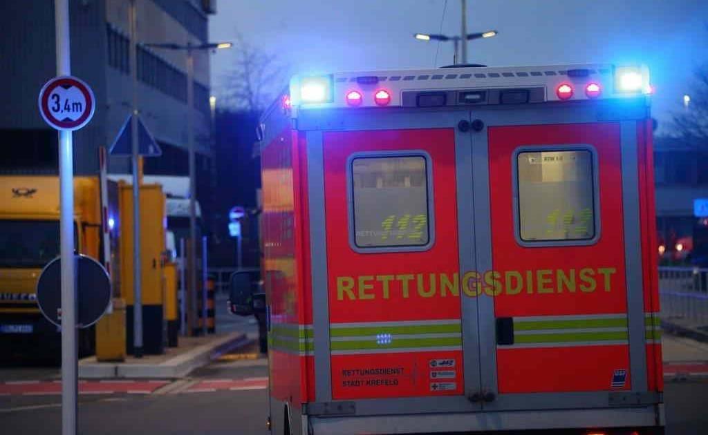 Nach Atembeschwerden und Großeinsatz: Das steckt hinter dem roten Pulver in Krefeld