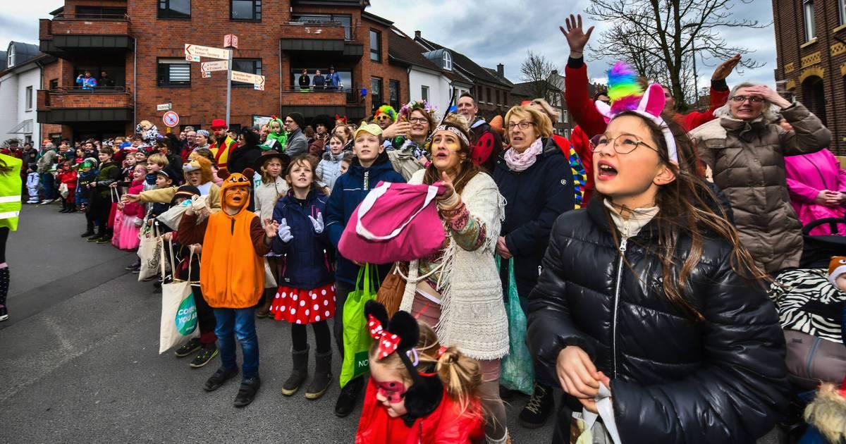 Karneval am Niederrhein: Frische Brise und Kamelleregen in Aldekerk