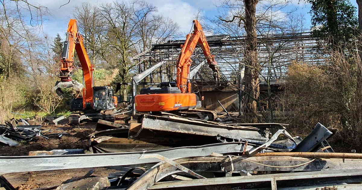 War die Bedachung leicht entflammbar?: Nach Brand im Krefelder Zoo: Ermittlungen der Staatsanwaltschaft dauern an