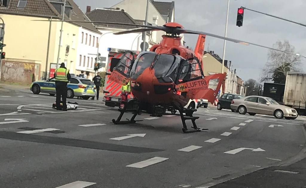 Rettungseinsatz in Mönchengladbach: Hubschrauber landet auf der Aachener Straße