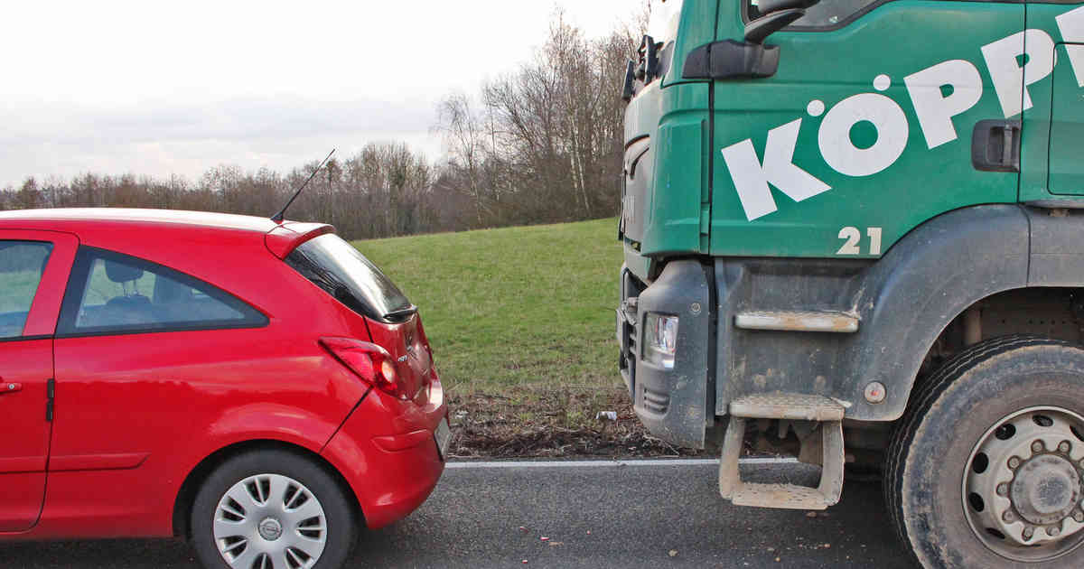 Im Berufsverkehr: Hoher Sachschaden bei Auffahrunfall