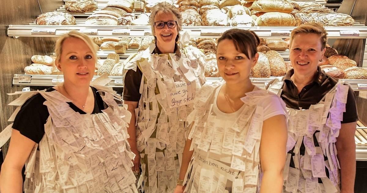 Originelle Idee aus Grevenbroich: Bäckerei-Fachverkäuferinnen gehen als Kassenbons