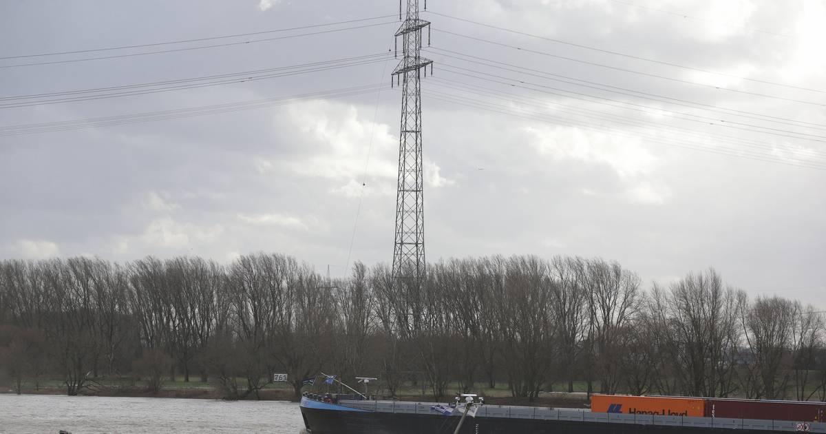 Bei Duisburg: Rhein wird für Reparatur einer Hochspannungsleitung gesperrt