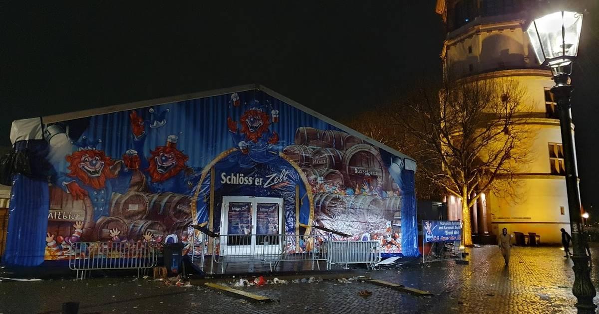 Sturmtief in Düsseldorf: Festzelt am Burgplatz ist ab 18.30 Uhr wieder geöffnet
