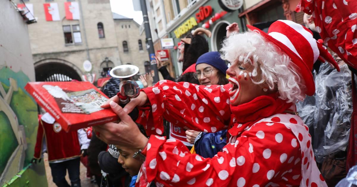 Karneval 2020: Tausende Jecken feiern in Köln beim Rosenmontagszug
