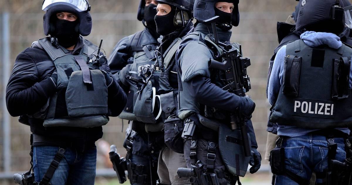 SEK-Einsatz in Schwerte: Mann verschanzt sich nach Attacke mit Gasbrenner in Wohnmobil