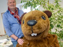 Jubiläum in Grevenbroich: Schönheitskur für das Gartenschau-Maskottchen Beni Biber