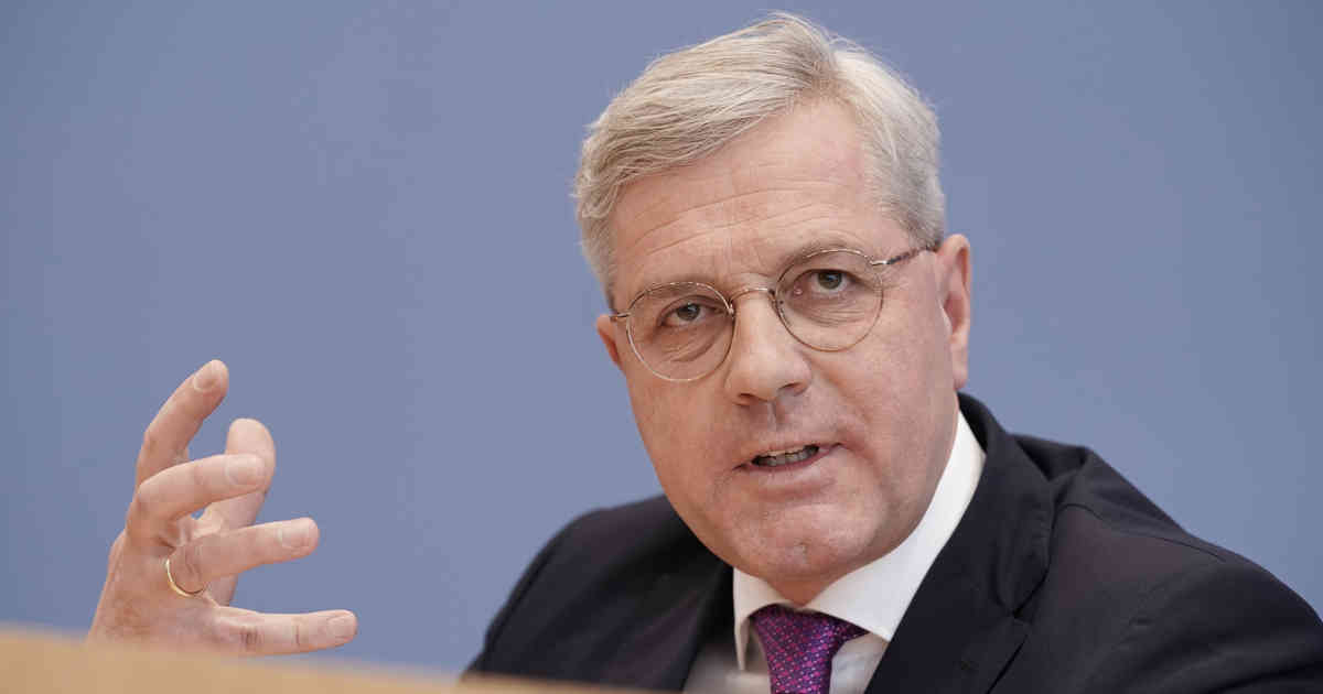 Präventive Maßnahmen: Röttgen fordert Kabinett gegen Rechtsextremismus