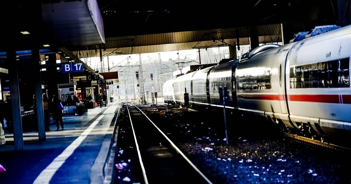 Bundespolizei ermittelt: Fahrgast ärgert sich über Verspätung und schlägt Zugbegleiterin