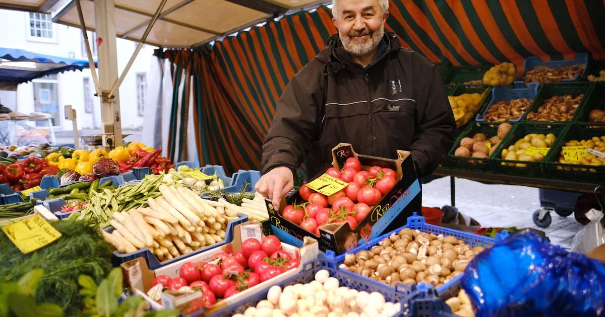 Ratinger Markthändler: Ein süßes Früchtchen zum Probieren