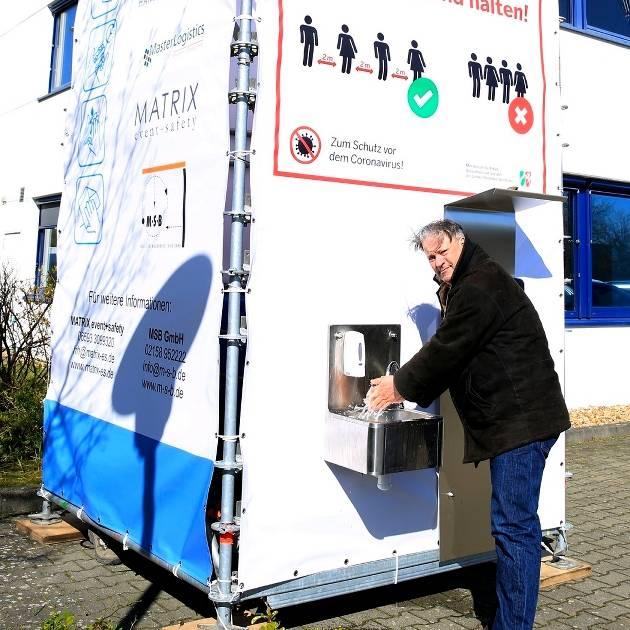 Hygiene-Spot in Grevenbroich-Kapellen: Fünf-Meter-Turm bietet Gelegenheit zum Händewaschen